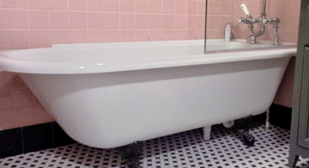 Traditional Roll Top Bath: Corner Fit Roll Top Bath With Shower