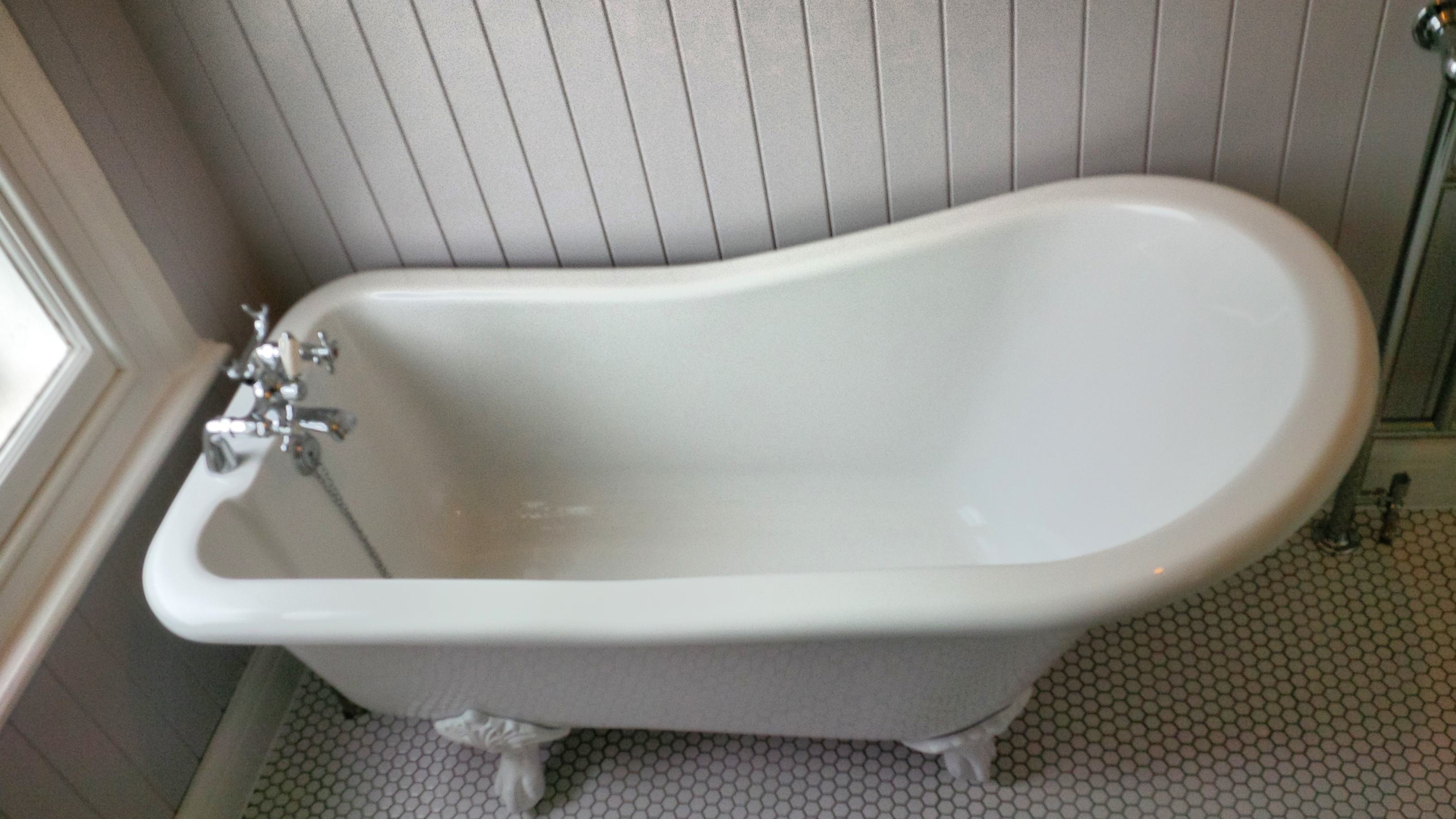 Roll top bath in small bathroom my web value for Small bathroom uk