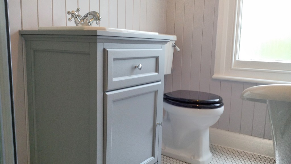 Traditional Vanity Unit And Close Coupled Wc London Bathrooms