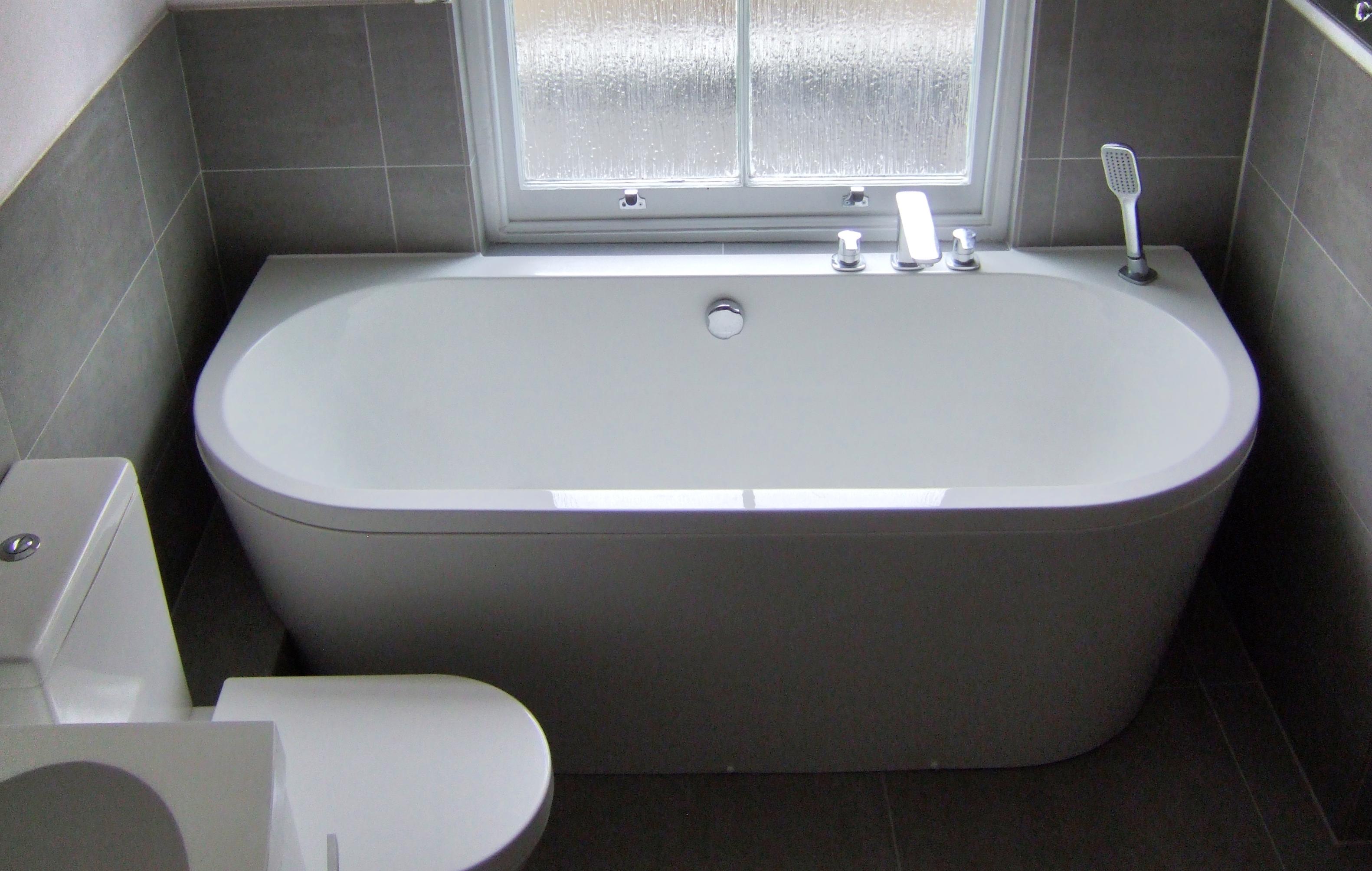 Trend back to wall bath 2 | Richmond Bathrooms