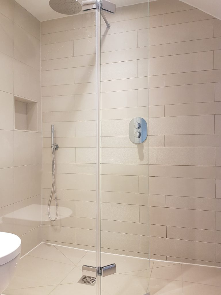 Wetroom shower area with a recessed shelf