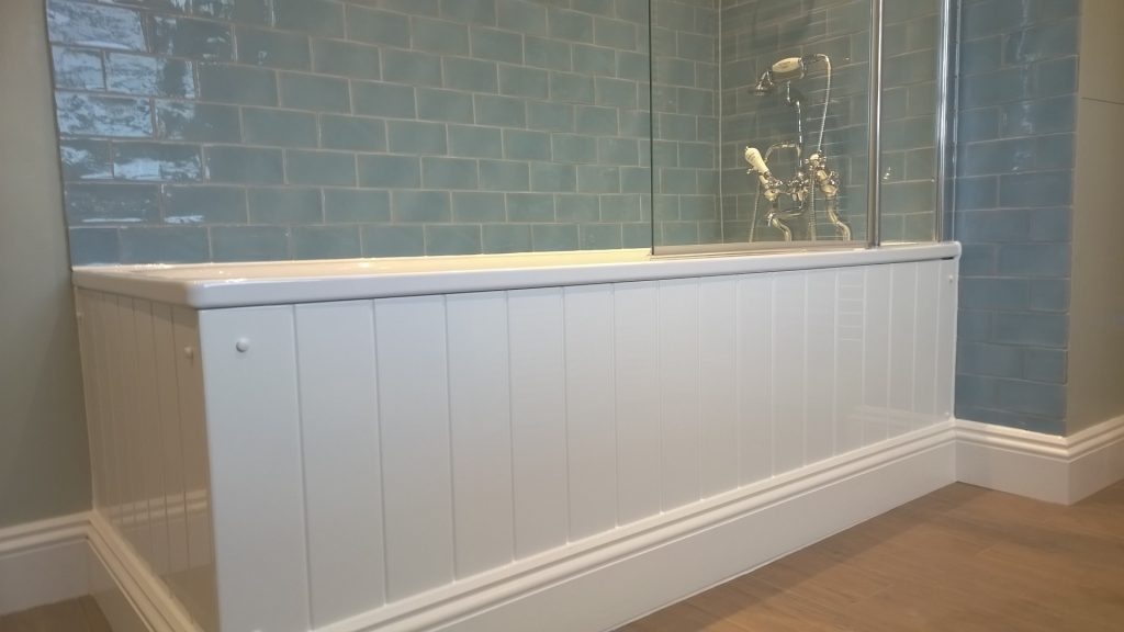 Steel bath with a white tongue and groove bath panel