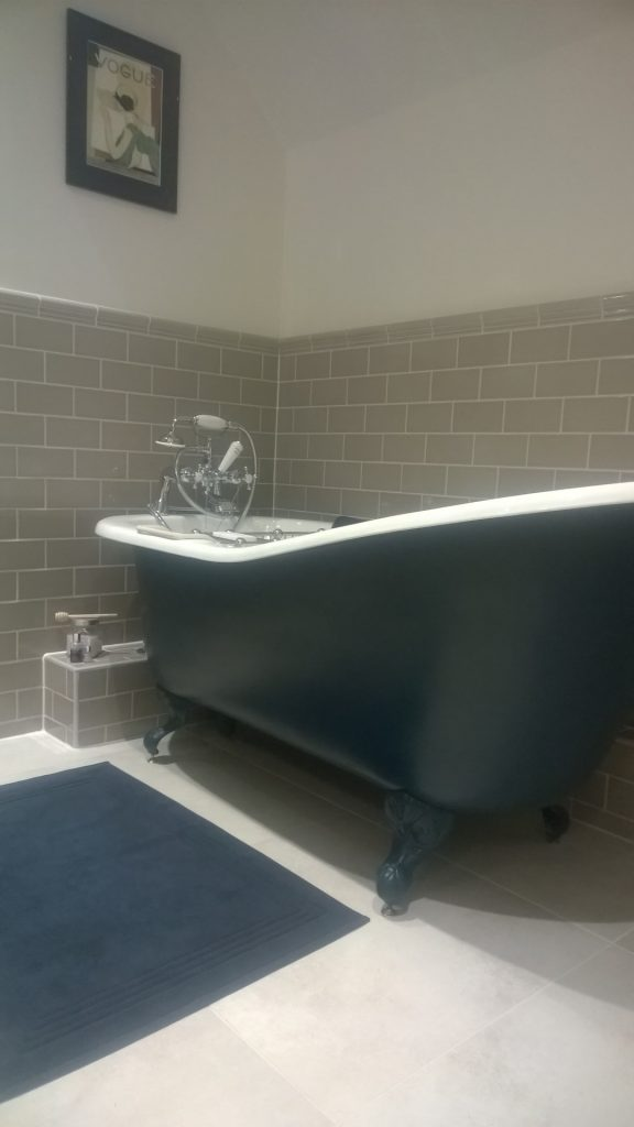 Roll top cast iron bath from the Cast Iron bath company