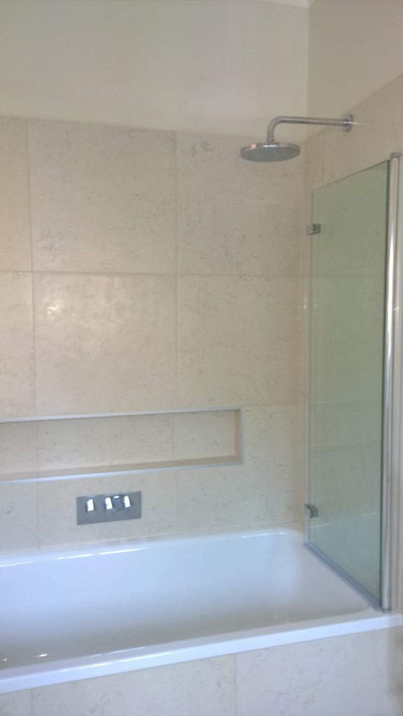 horizontal 2 way bath shower valve with a bifold bath screen and a fixed head shower